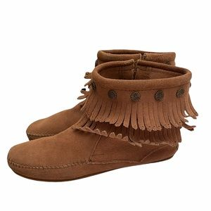 Minnetonka 100% leather moccasin ankle boot size 9